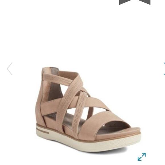 f57c439f21fe Eileen Fisher Skill Strappy Sandals